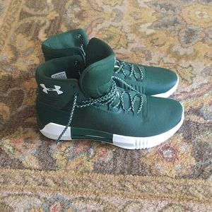 NWOT Under Amour shoes